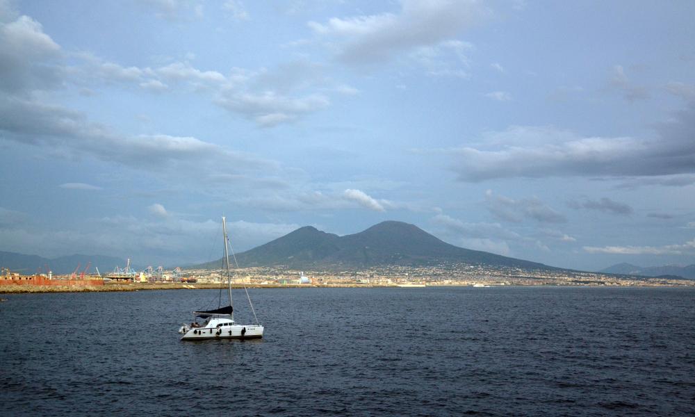 Napoli in Barca a Vela