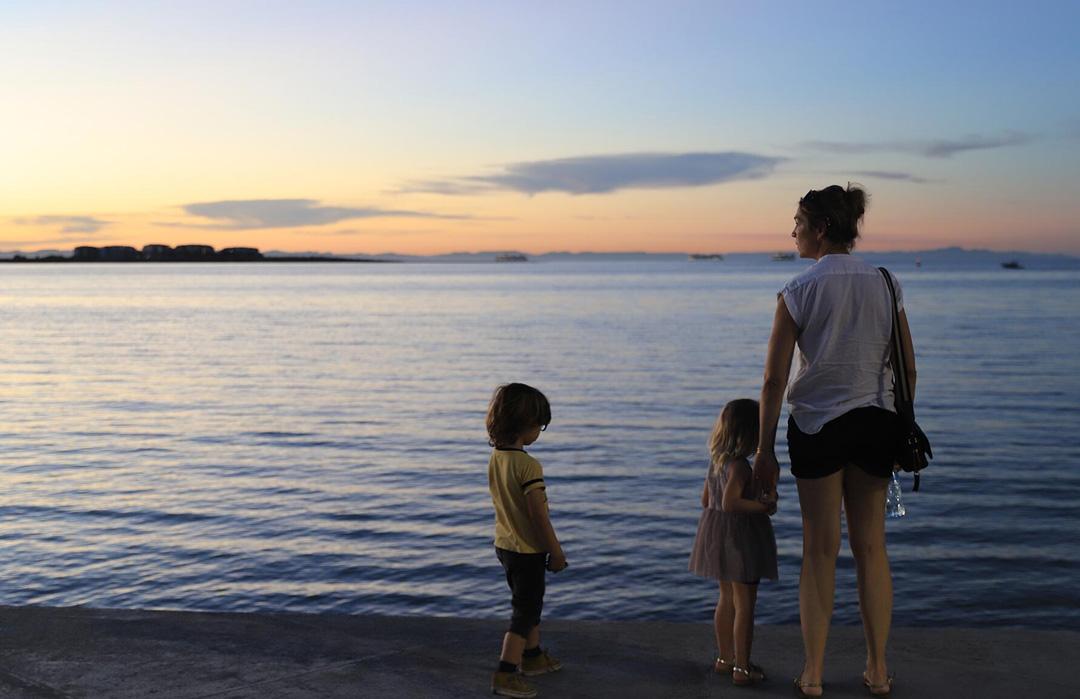 Mare con bambini