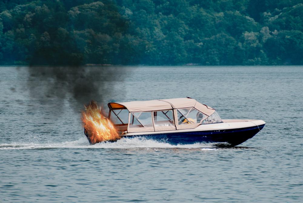 fuoco in barca